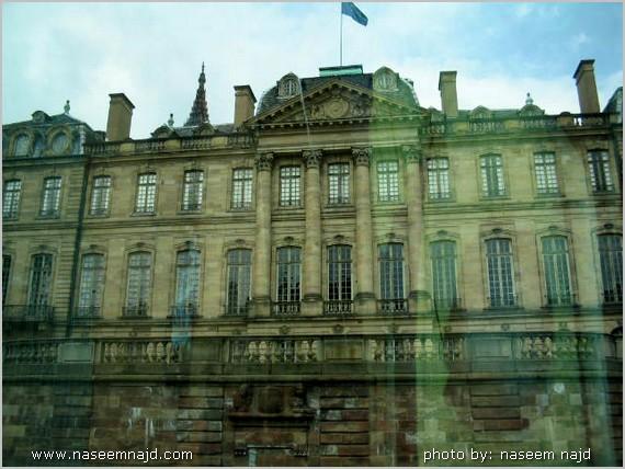 فهناك الفارق عظيم بين باريس الفرنسية و
